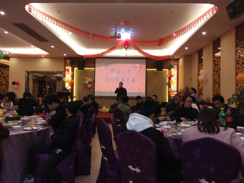 Celebrate the year-end dinner for employees